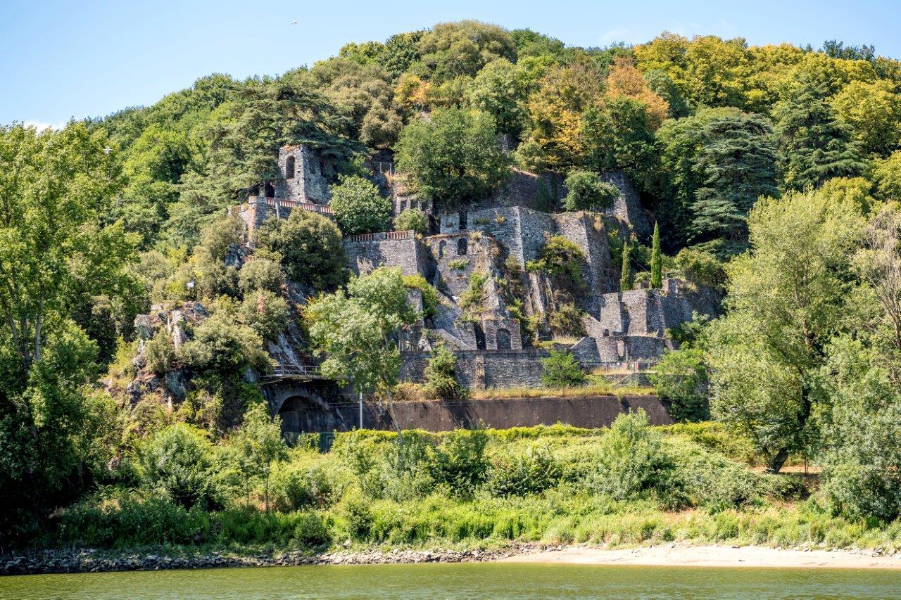 Les Folies Siffait vues de la Loire